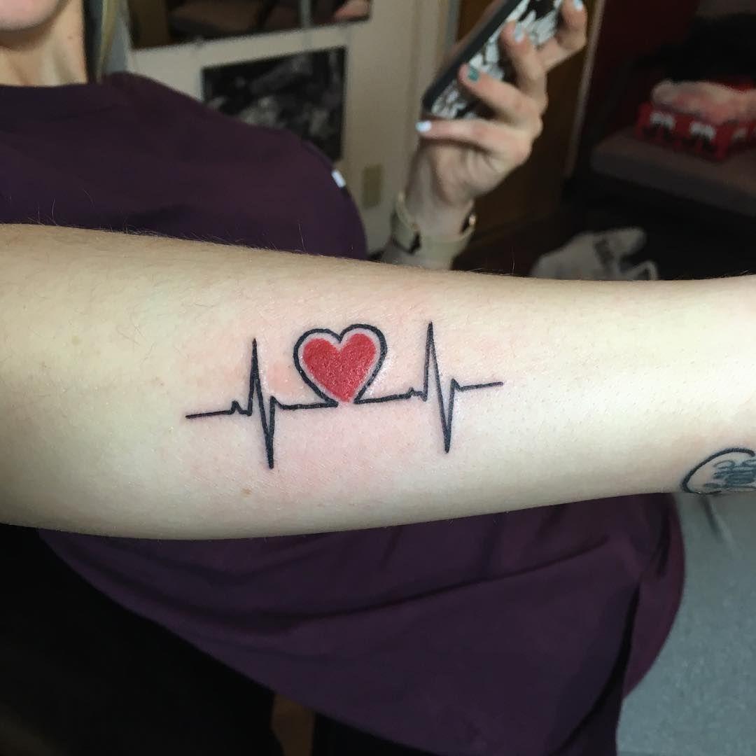 Xăm nhịp tim ở tay