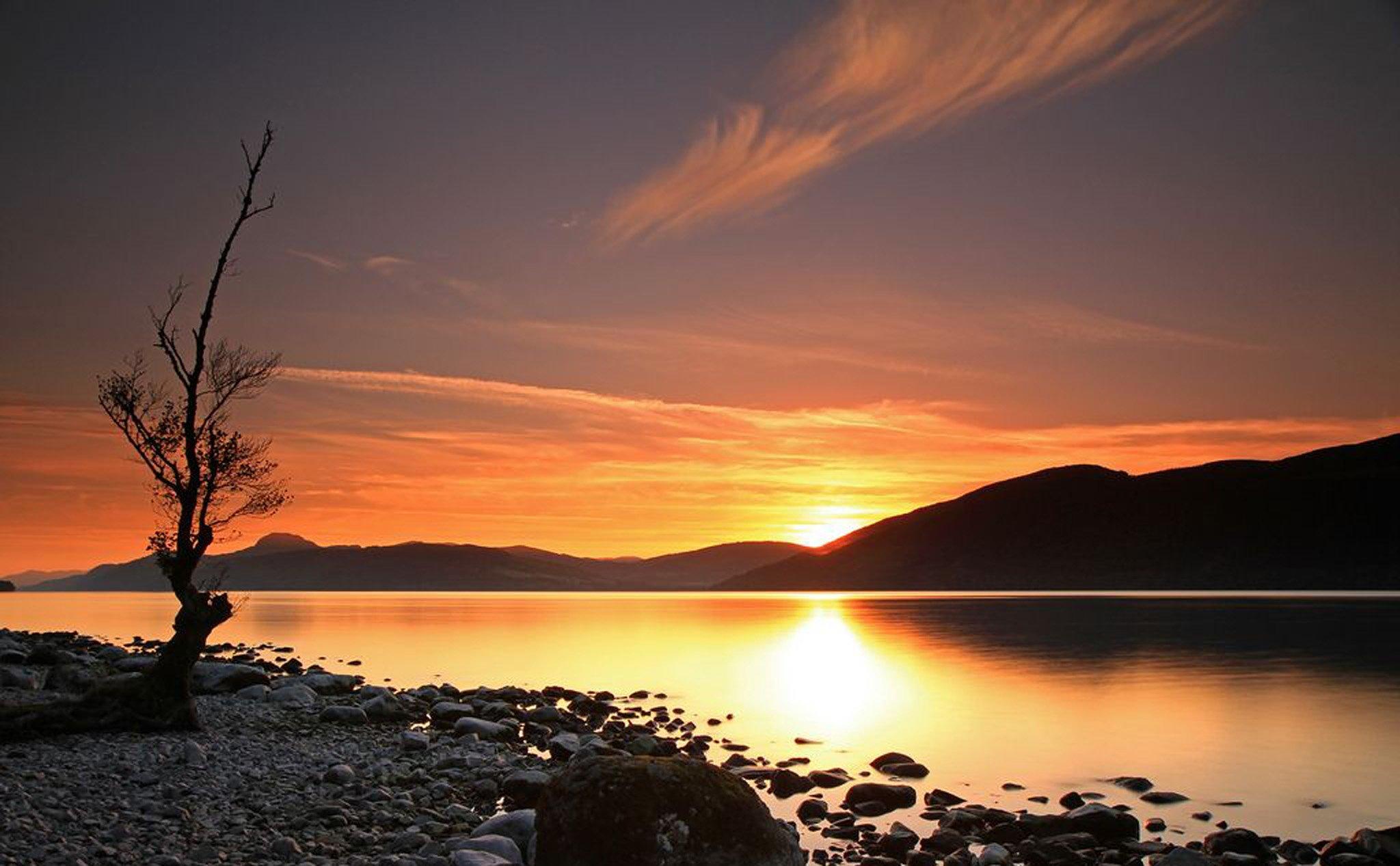 Hình ảnh bình minh tuyệt đẹp trên mặt hồ