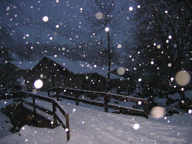 Hình ảnh đêm tuyết rơi buồn