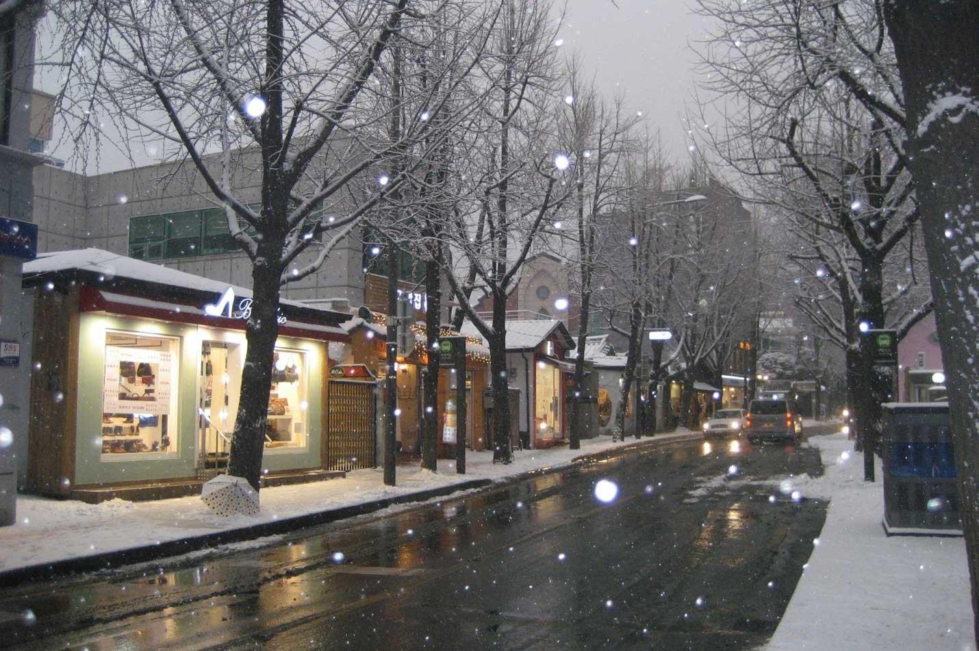Hình ảnh đường phố tuyết rơi
