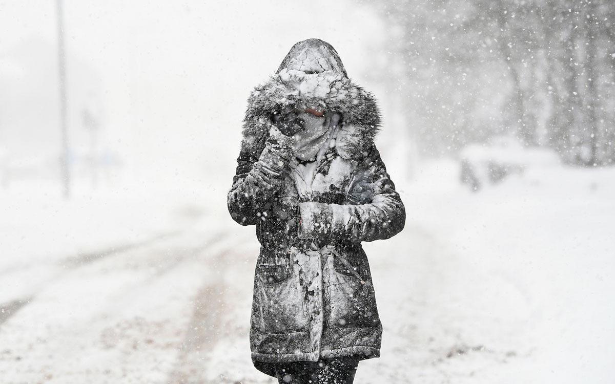 Hình ảnh tuyết rơi buồn