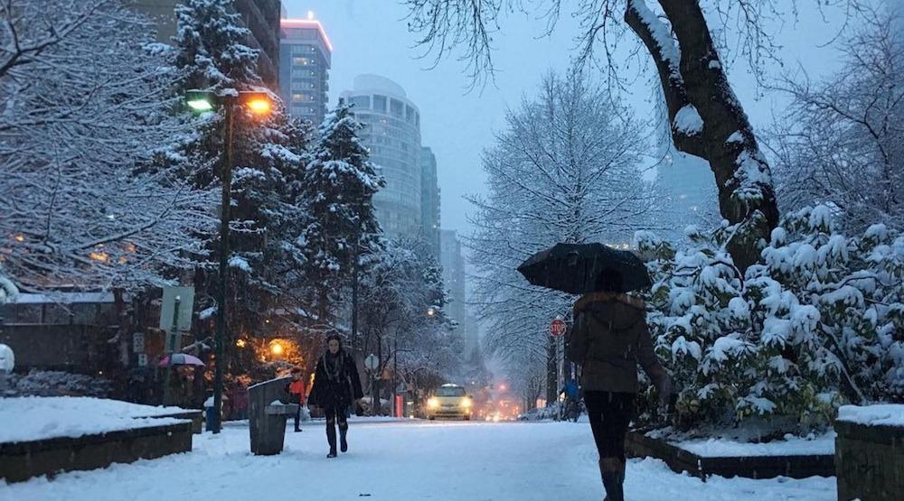 Hình ảnh tuyết rơi trên phố