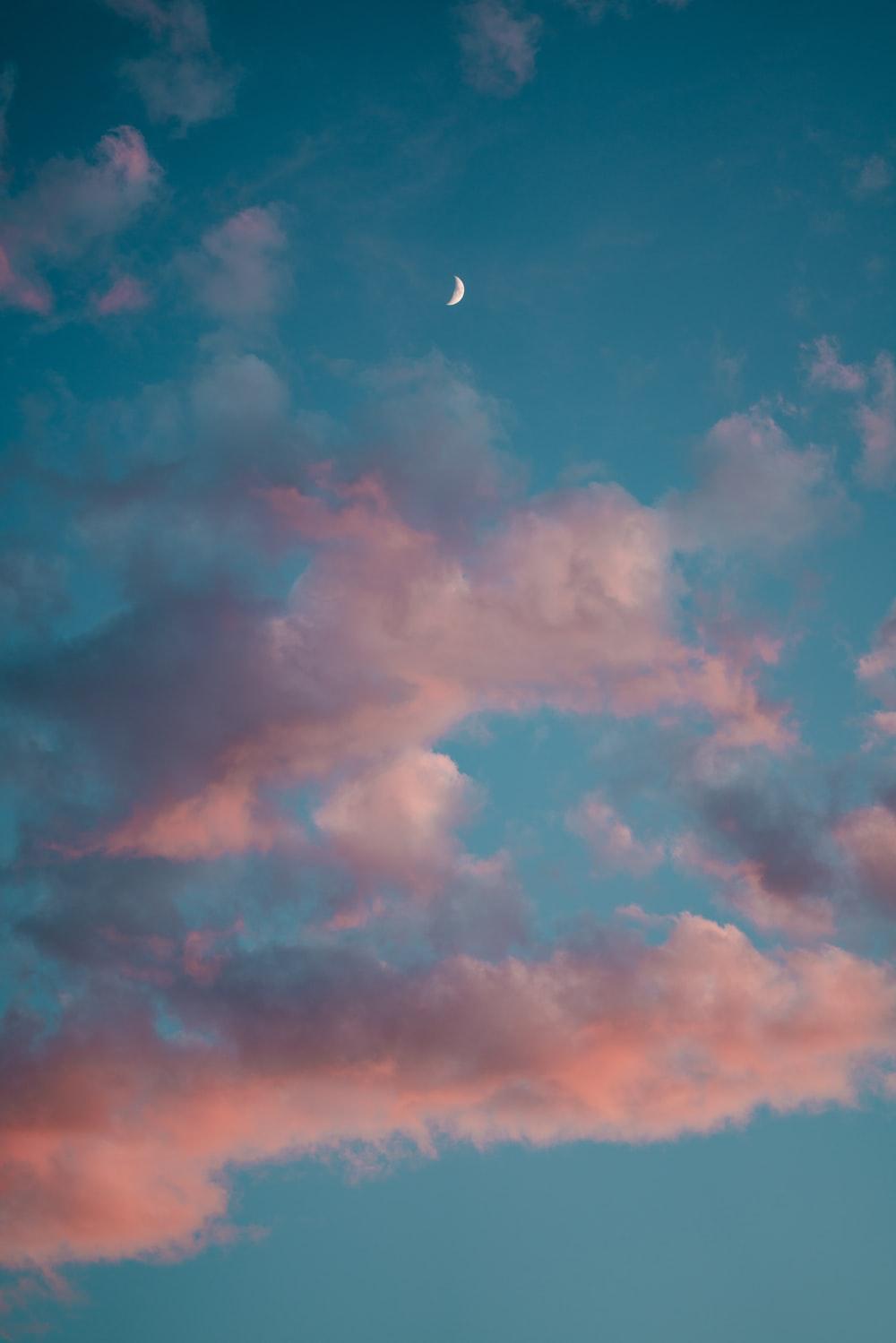 Hình ảnh áng mây hồng trăng lên