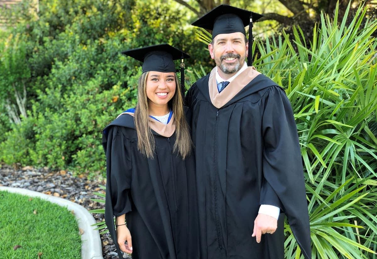 Hình ảnh cha và con gái trong ngày lễ tốt nghiệp