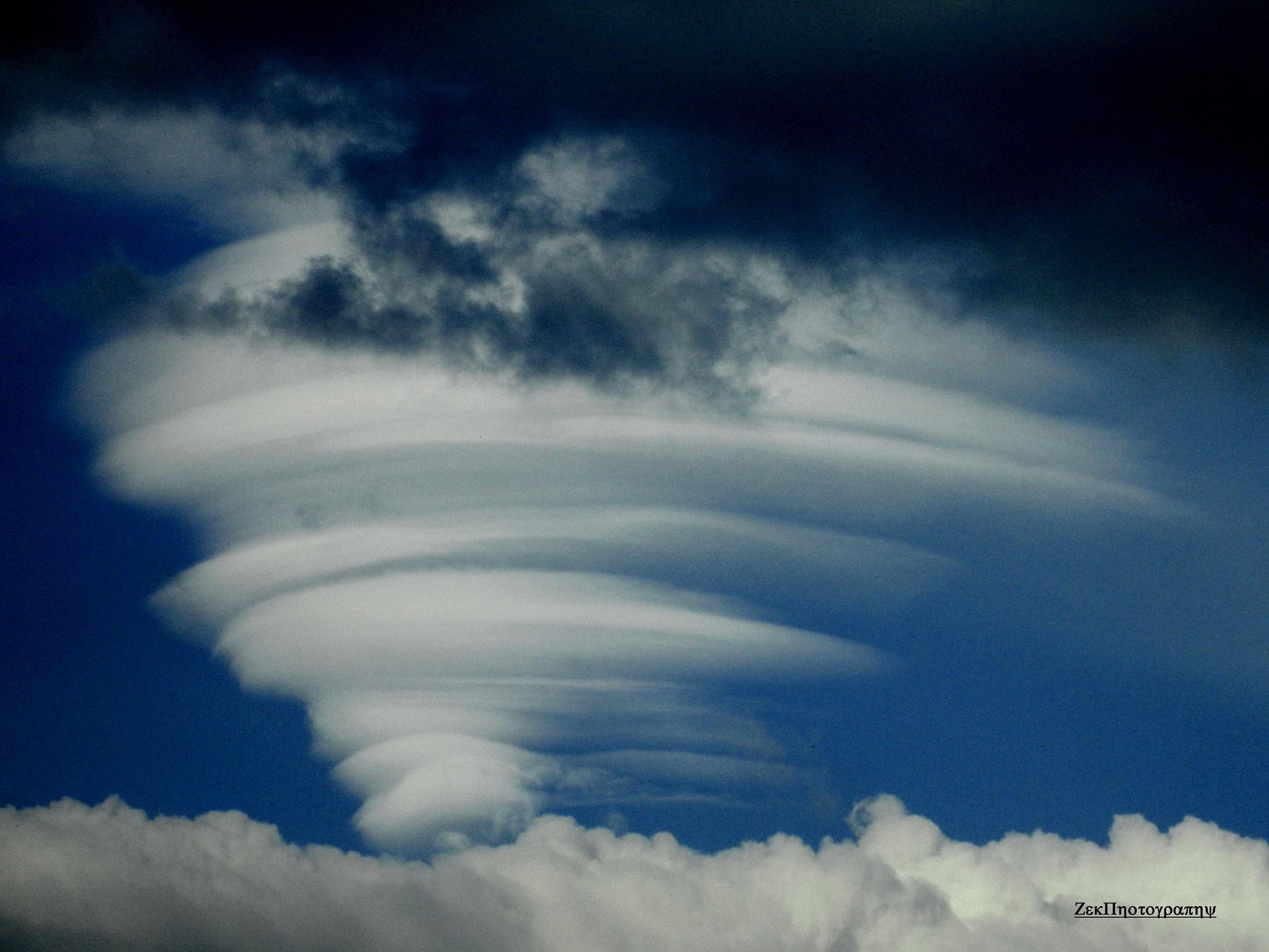 Hình ảnh đám mây lốc xoáy cực đẹp