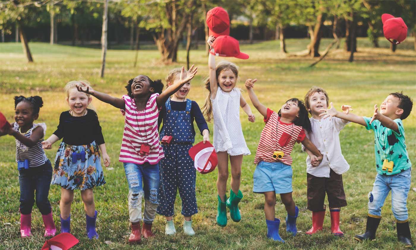 Hình ảnh đám trẻ em chơi đùa rất vui
