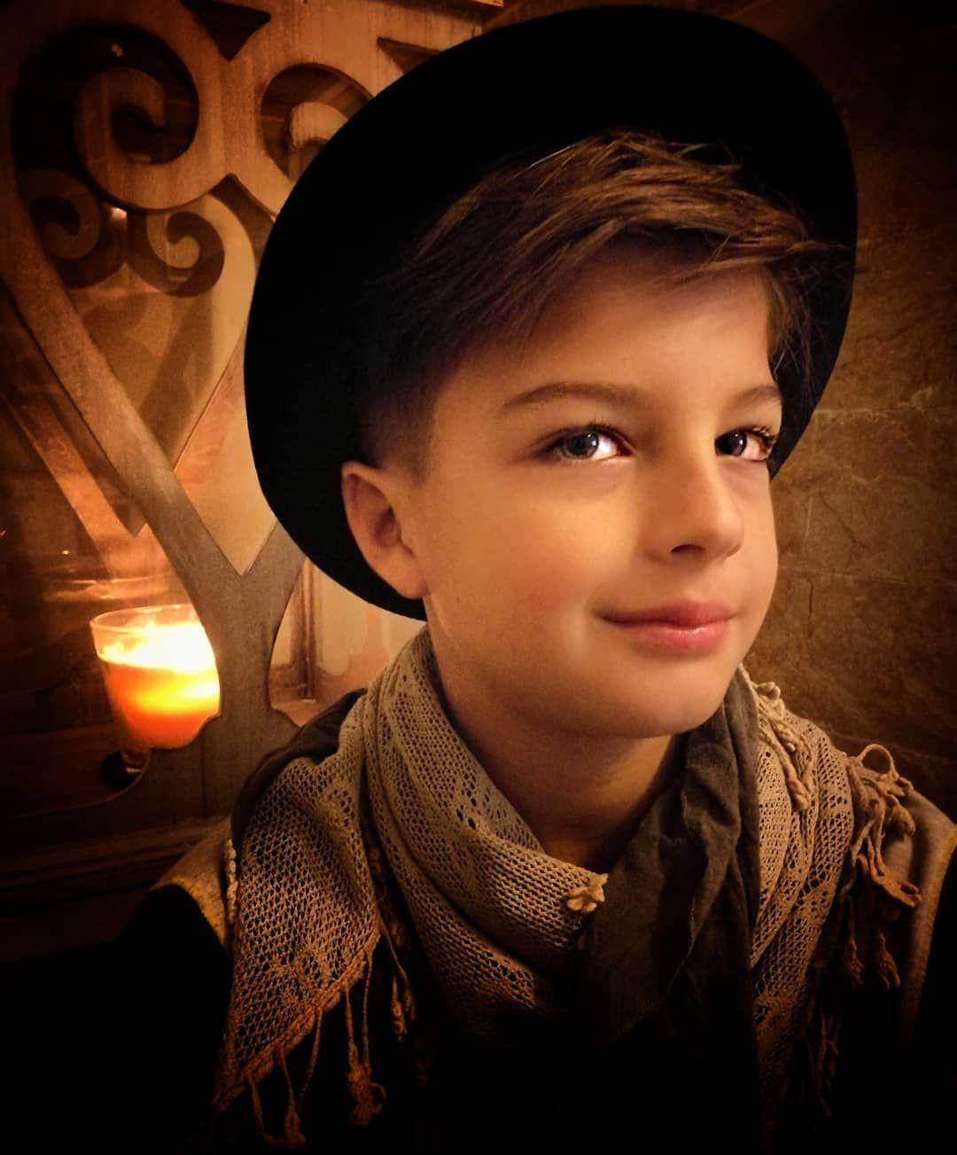 Hình ảnh đứa bé trai rất đẹp trai