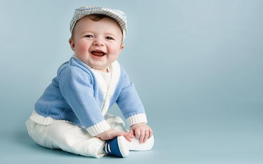 Hình ảnh em bé xinh đẹp cười không răng