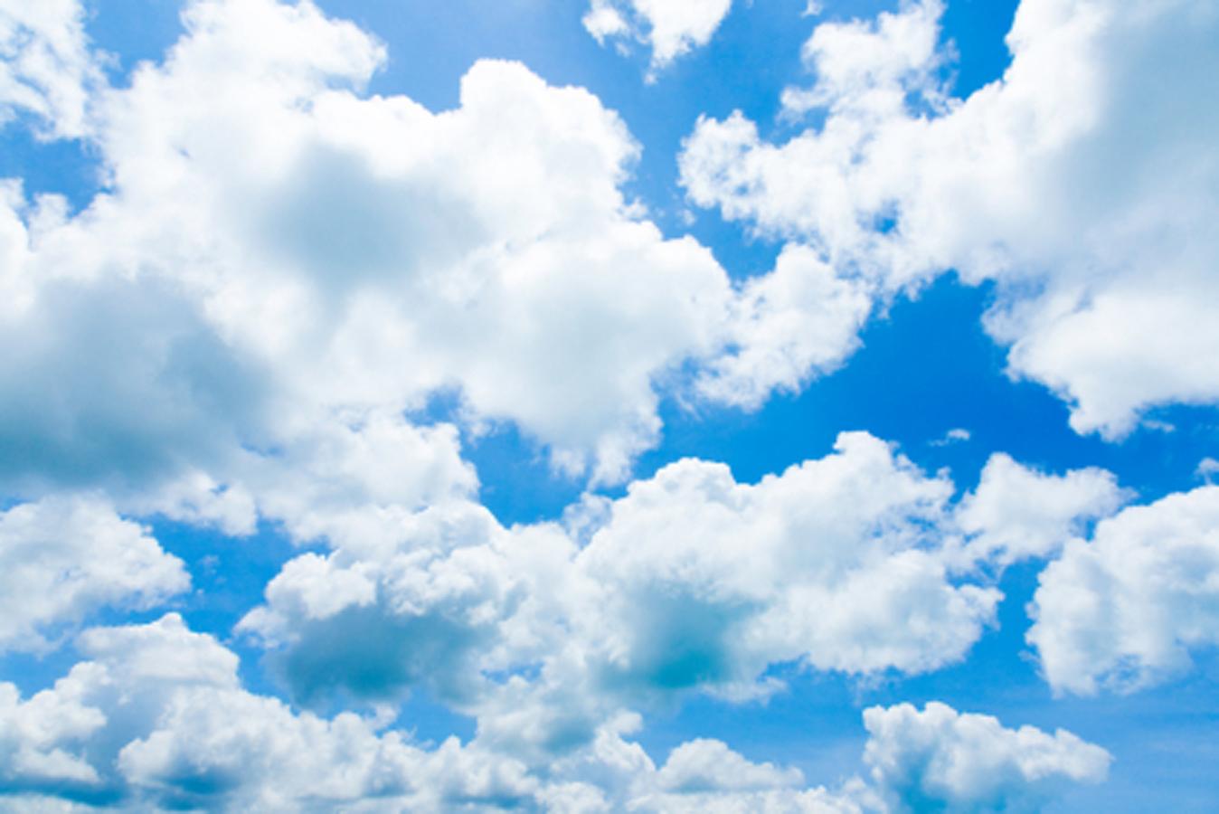 Hình ảnh nhiều đám mây trắng trên nền trời xanh