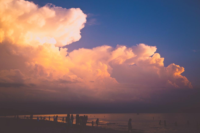 Hình ảnh rặng mây hoàng hôn trên bờ biển