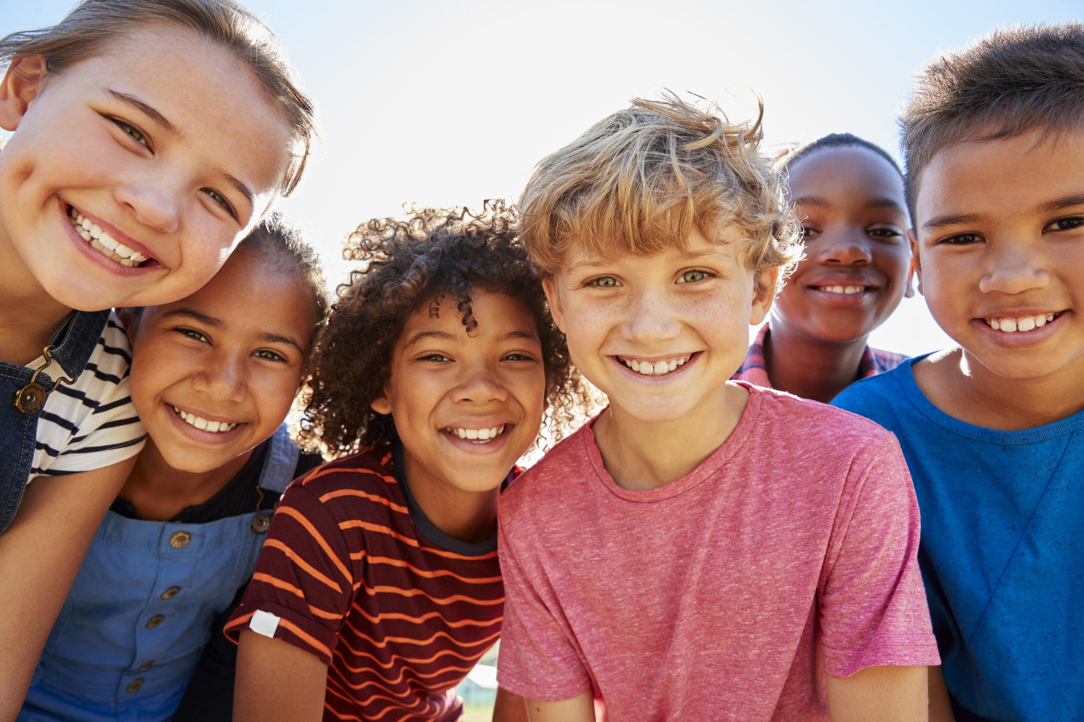 Hình ảnh trẻ em với những màu da khác nhau
