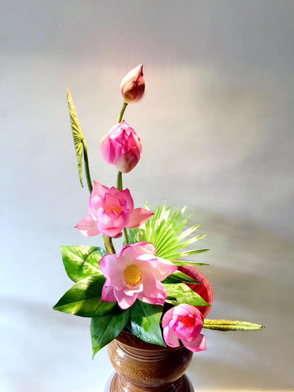 Bí quyết cắm hoa sen duyên dáng cực đẹp