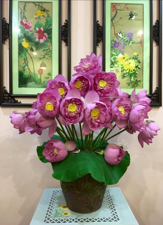 Bông hoa sen cắm mới nở cực đẹp