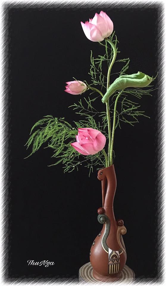 Cách cắm hoa sen đầy trang nhã nghệ thuật