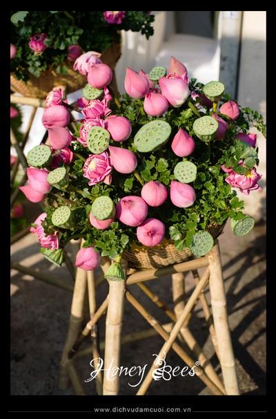 Cách cắm hoa sen và đài sen cực đẹp