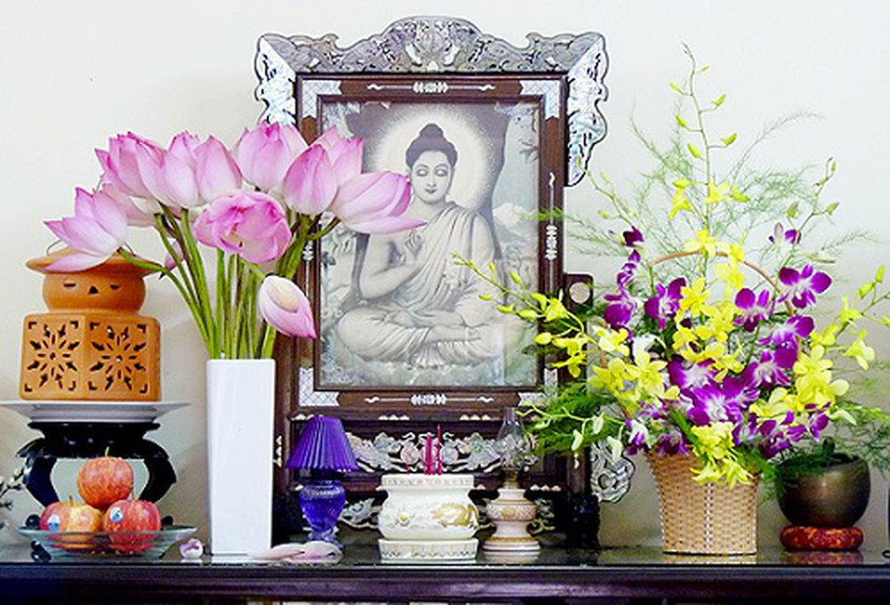 Cách cắm sen để lọ trắng ban Phật cực đẹp