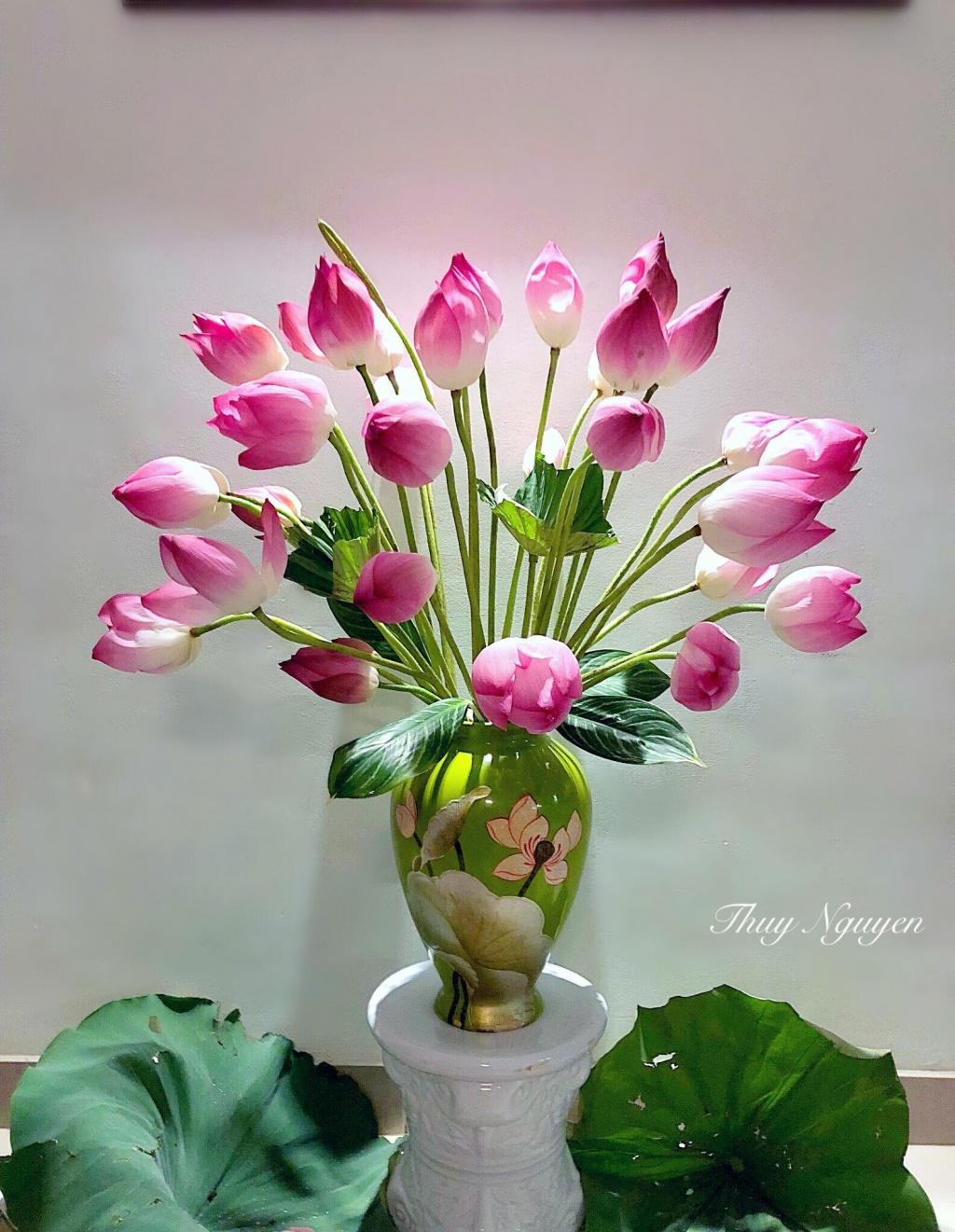 Cắm hoa sen duyên dáng nở hương trong nhà