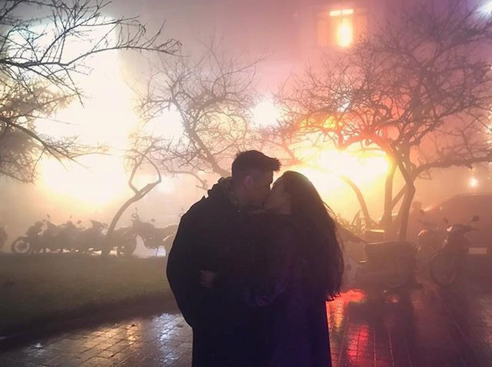 Ảnh hôn nhau đêm giao thừa