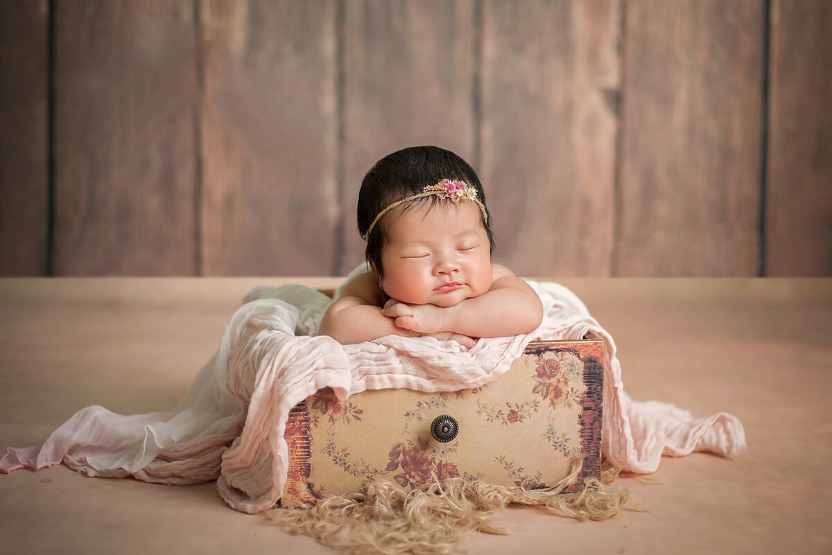 Hình ảnh bé sơ sinh dễ thương chụp tại Studio