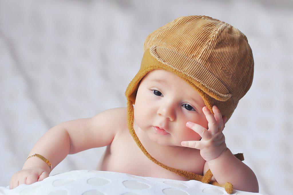 Hình ảnh bé trai sơ sinh dễ thương ngộ nghĩnh