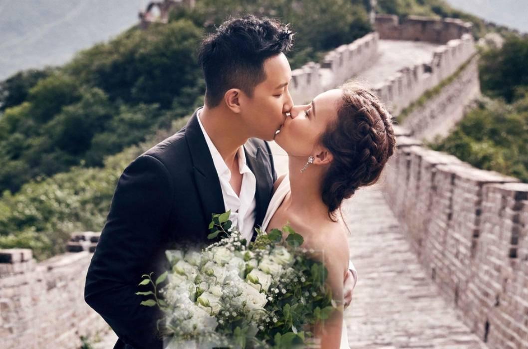 Hình ảnh cặp đôi hôn nhau tại Vạn lý Trường thành