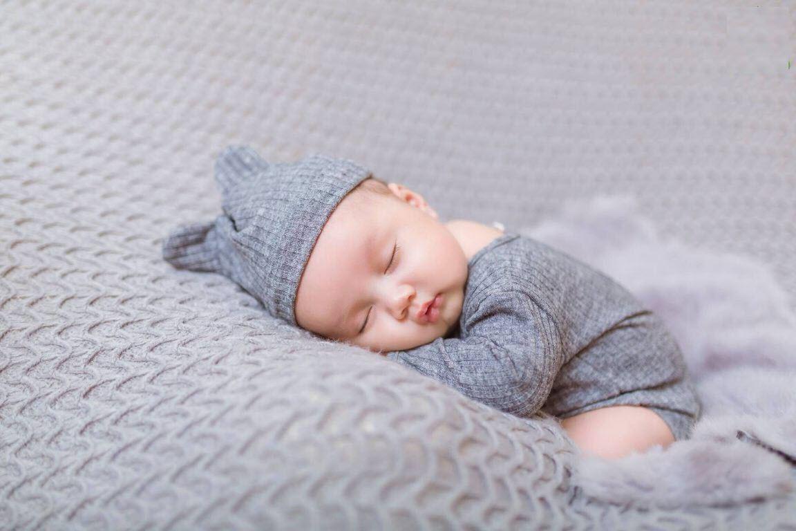Hình ảnh em bé sơ sinh đang ngủ