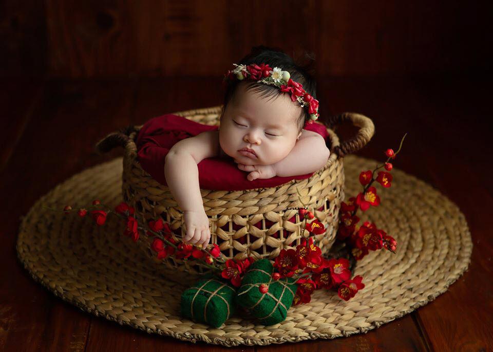 Hình ảnh em bé sơ sinh ngày Tết