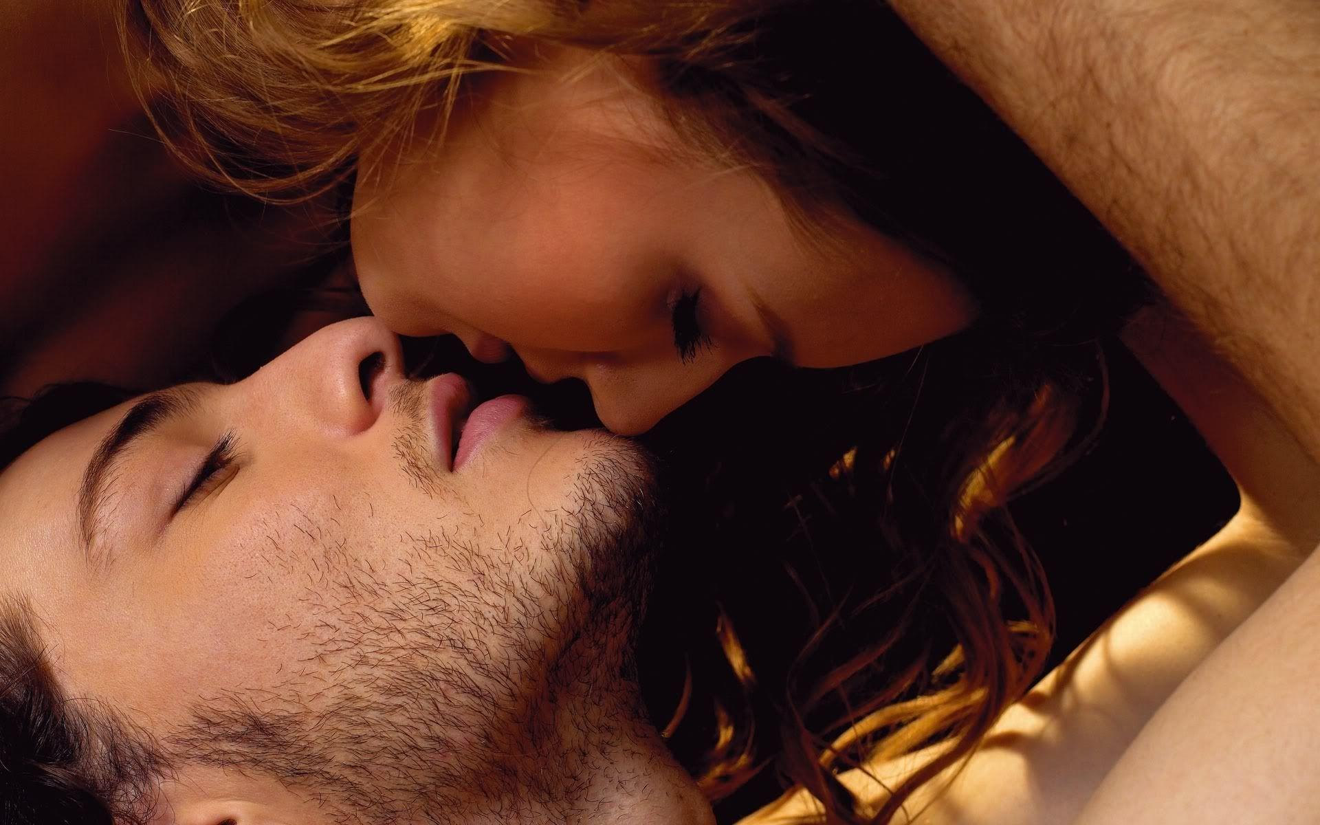 Hình ảnh hôn nhau lãng mạn cho các couple