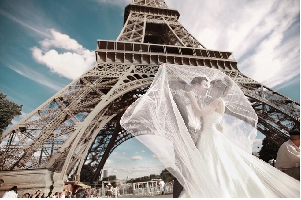 hình ảnh hôn nhau ở Paris