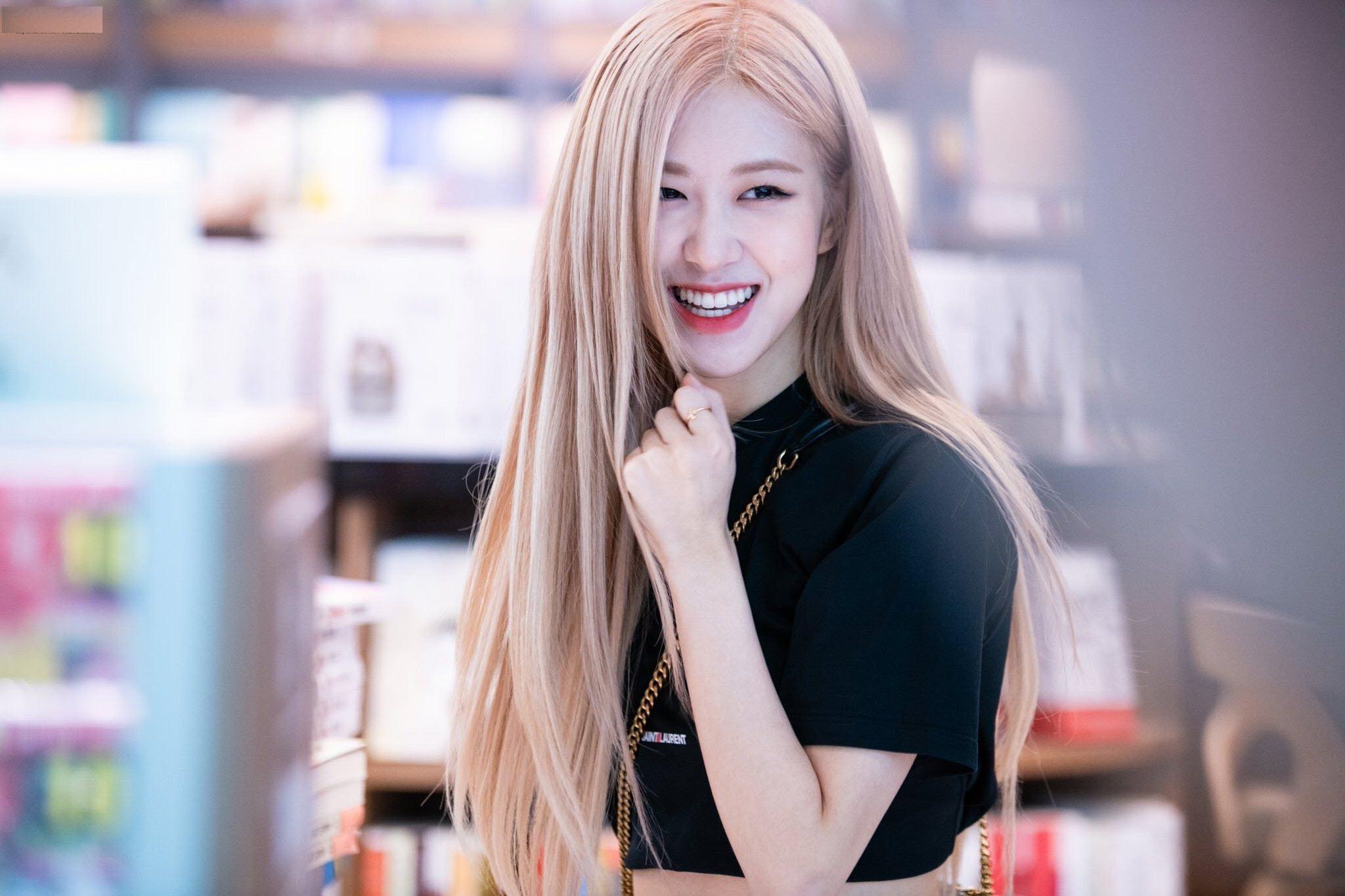 Rose BLACKPINK xinh đẹp trong nụ cười rạng rỡ
