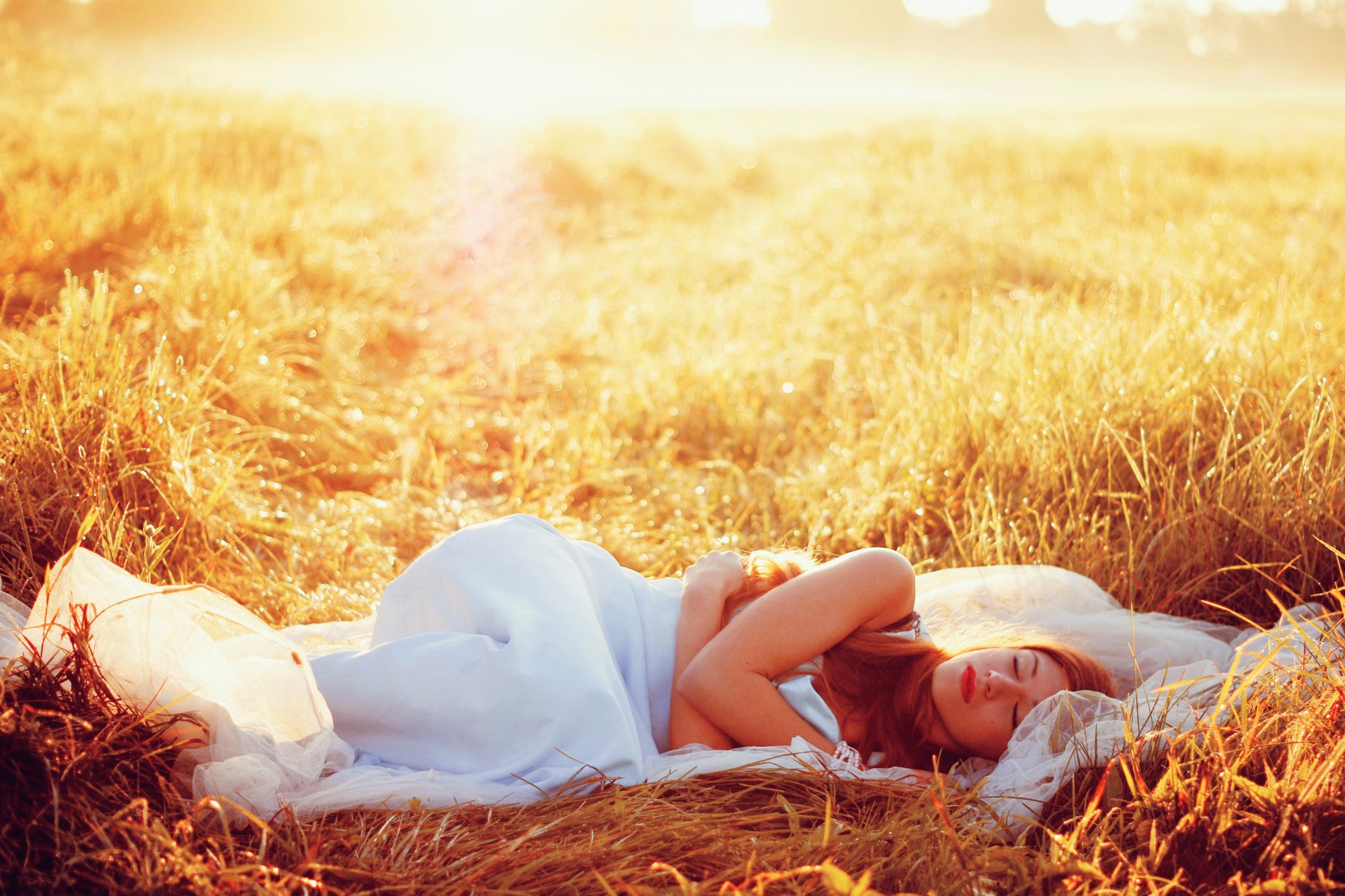 Hình ảnh nằm ngủ trong ngày nắng
