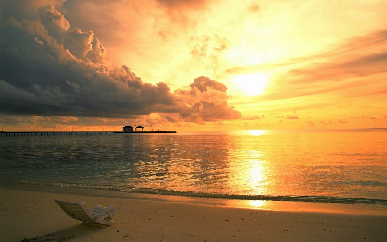 Hình ảnh nắng hoàng hôn phủ trên mặt biển
