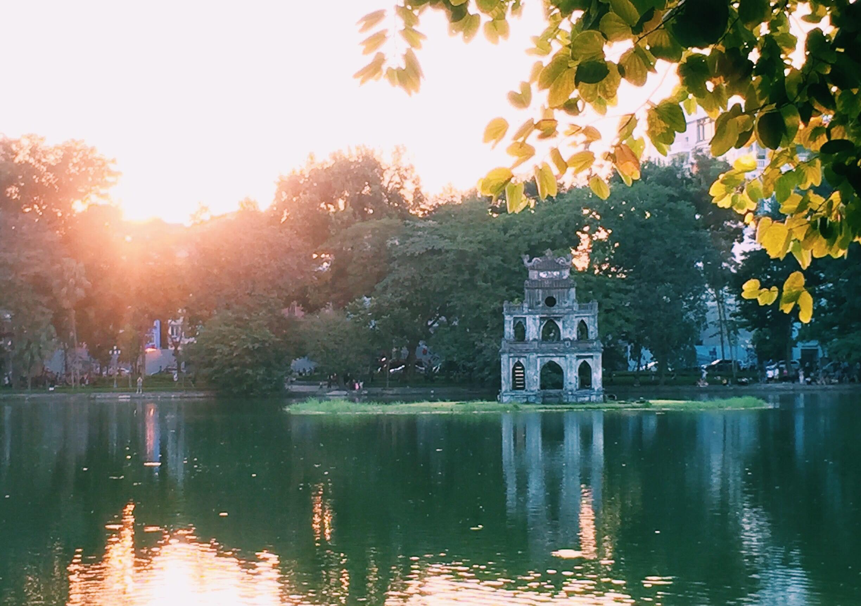 Hình ảnh ngày nắng Hồ Gươm