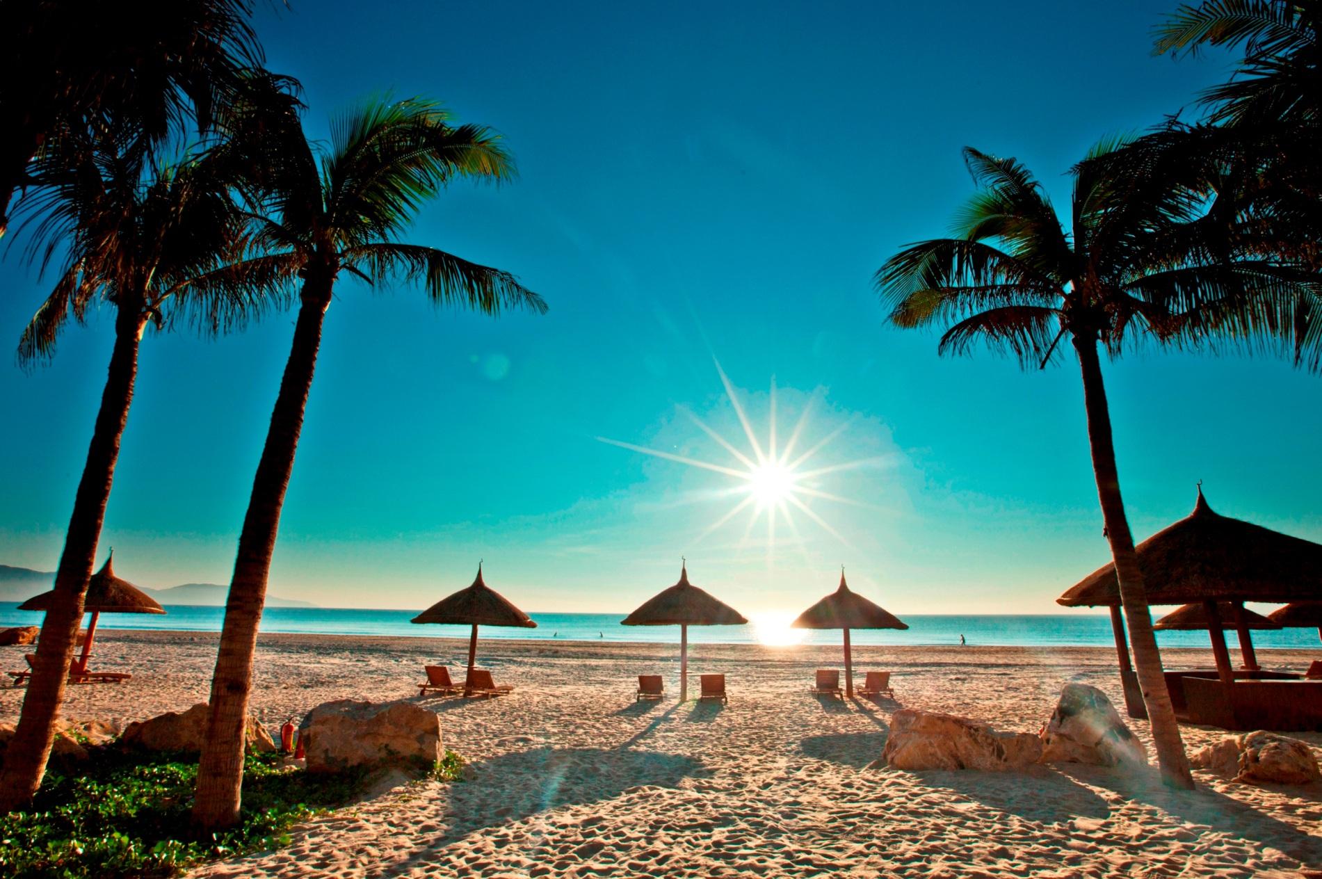 Hình ảnh trời nắng trên bãi biển cực đẹp
