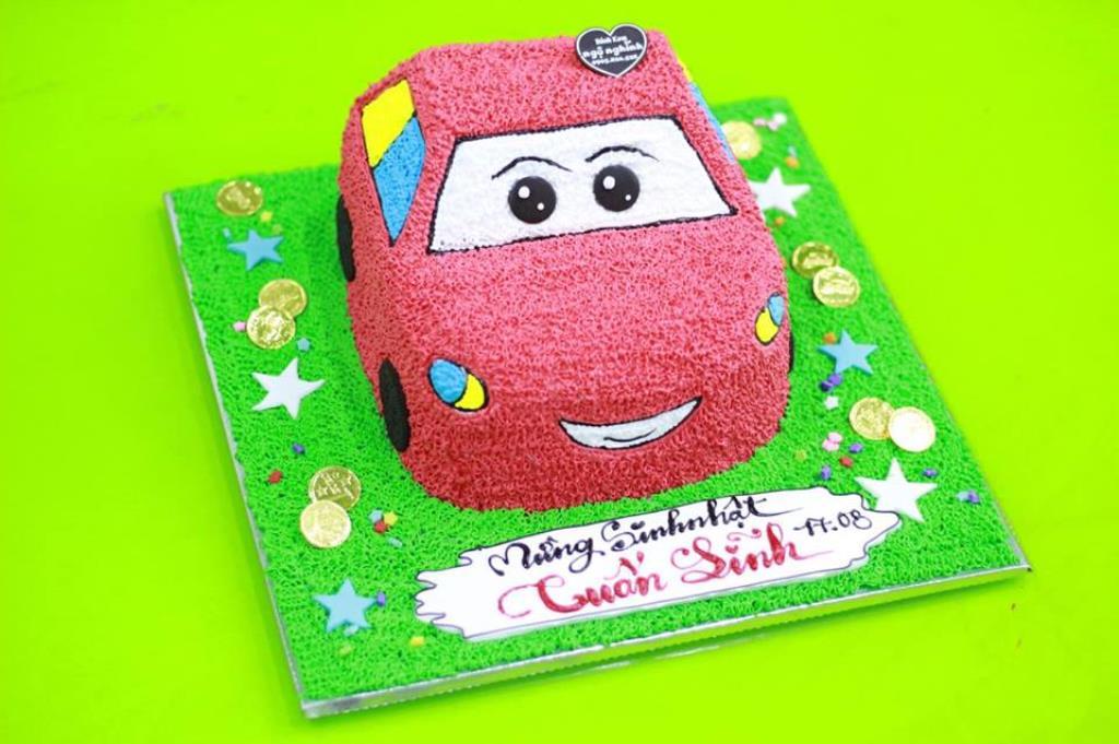 Bánh kem sinh nhật hình xe hơi ngộ nghĩnh