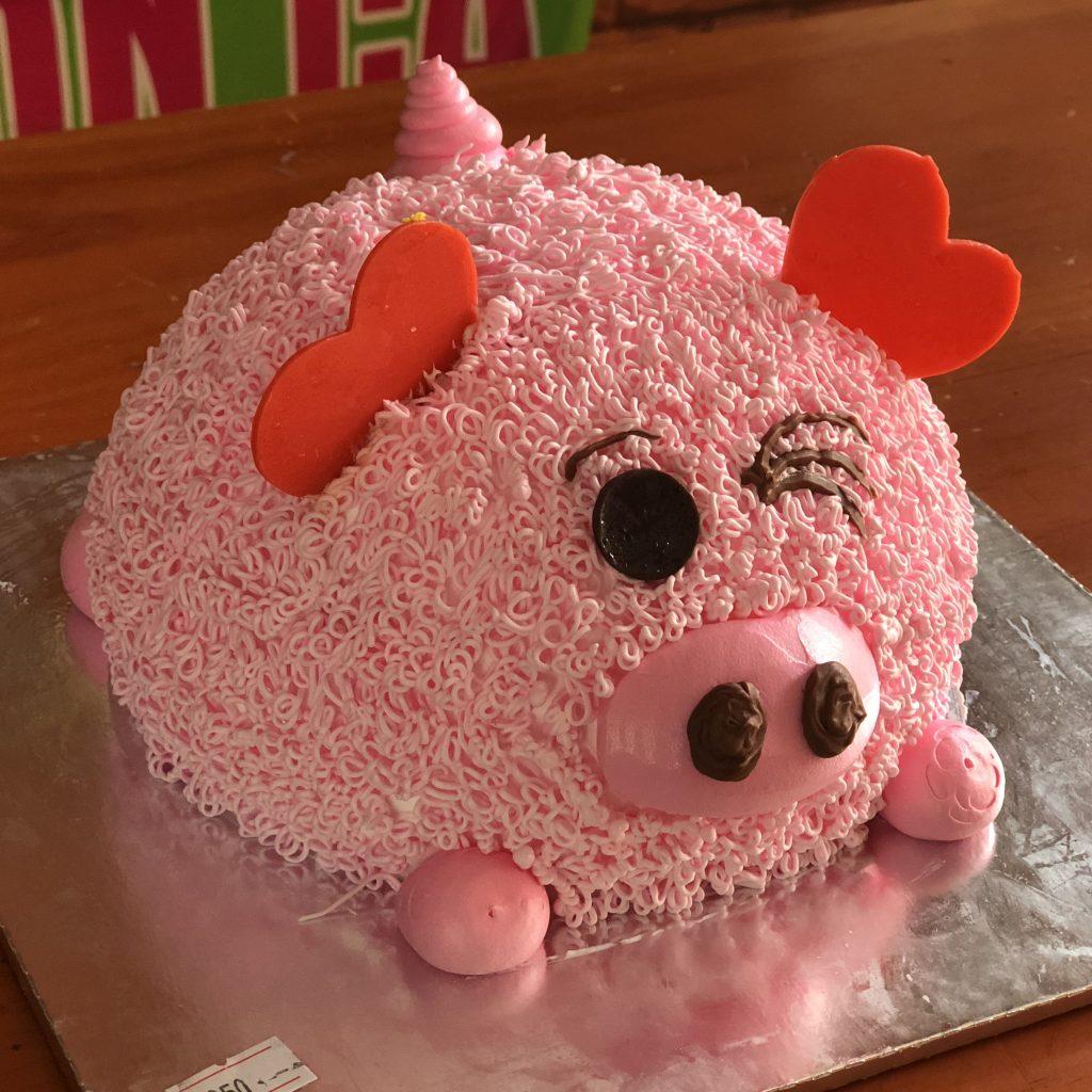 Bánh sinh nhật hình con heo ngộ nghĩnh