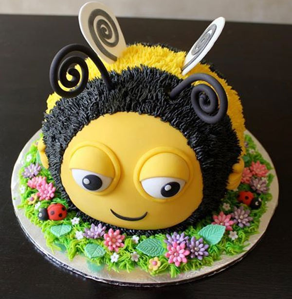 Bánh sinh nhật ngộ nghĩnh hình chú ong