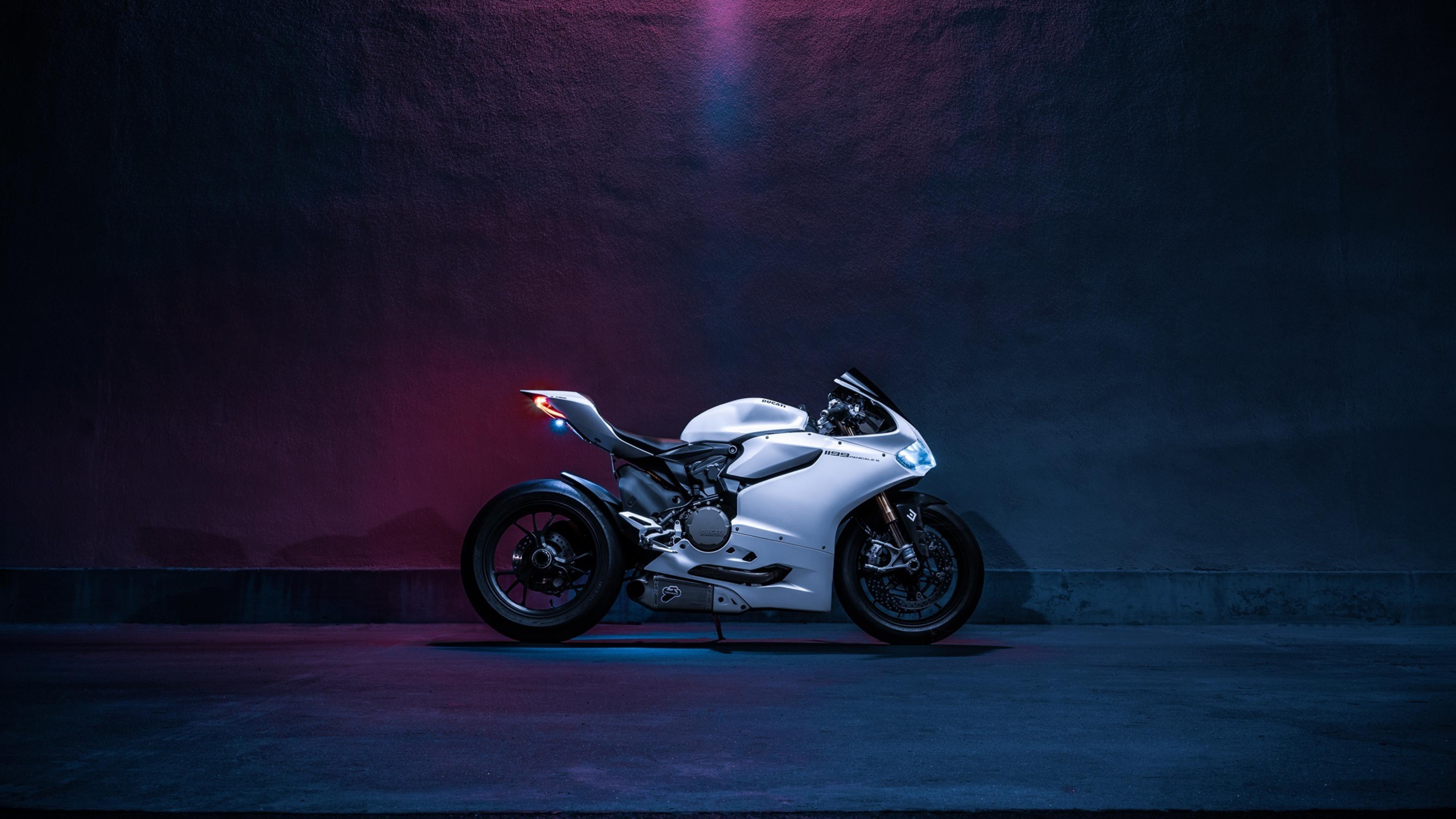 Hình nền 4K siêu moto