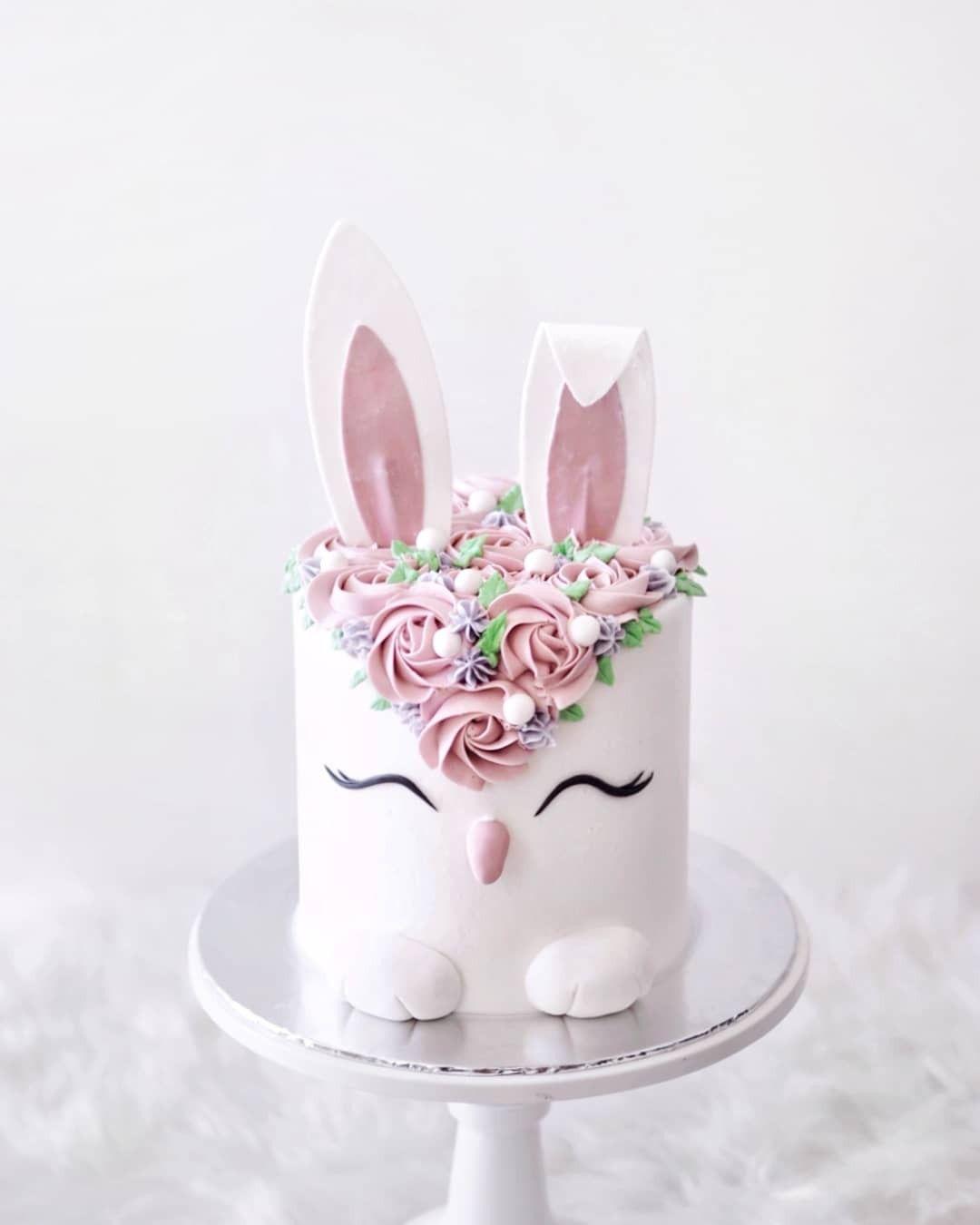 Mẫu bánh sinh nhật thỏ trắng ngộ nghĩnh
