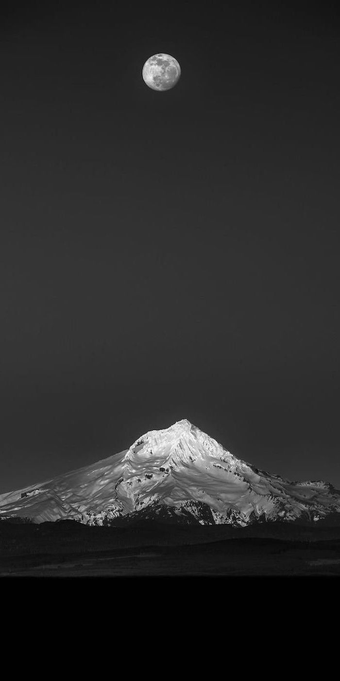 Hình nền đen trắng cho điện thoại đêm trăng trên núi tuyết