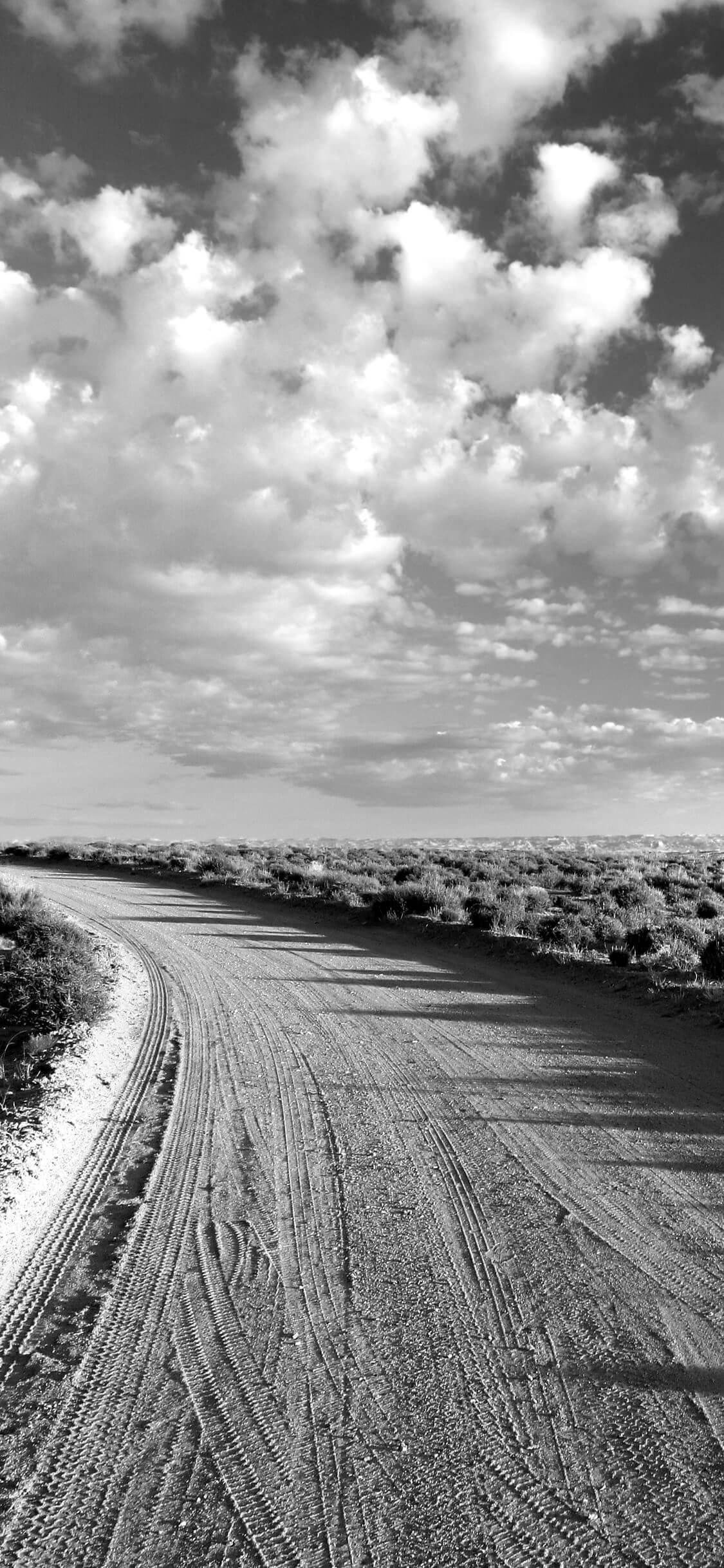 Hình nền đen trắng con đường và bầu trời