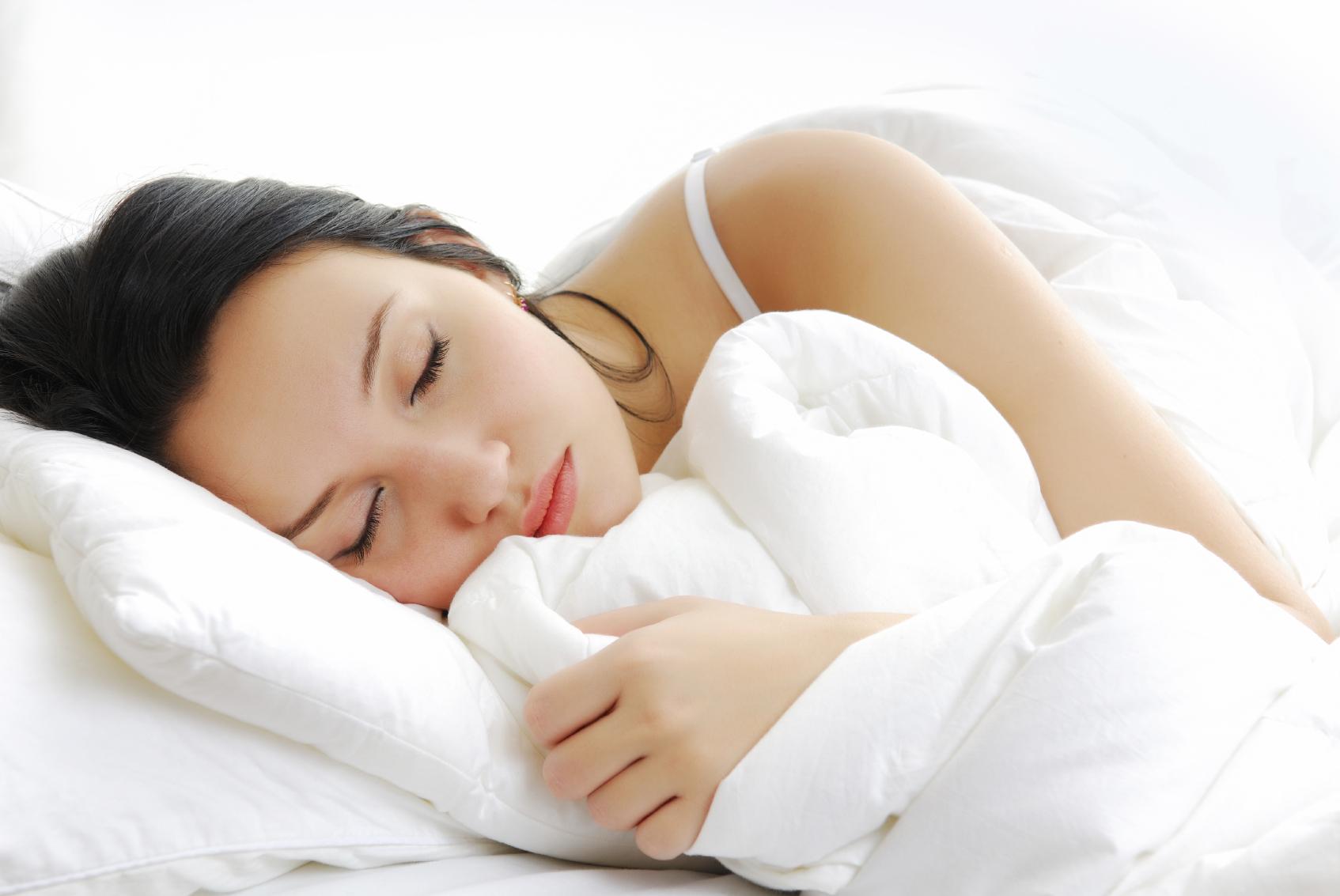 Hình ảnh cô gái khó ngủ mếu máo