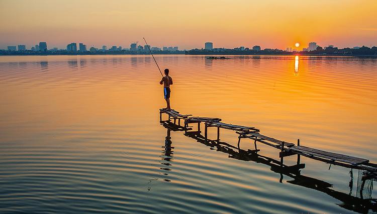 Hình ảnh câu cá ở Hồ Tây