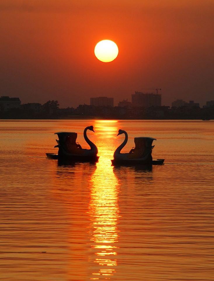 Hình ảnh Hồ Tây lãng mạn