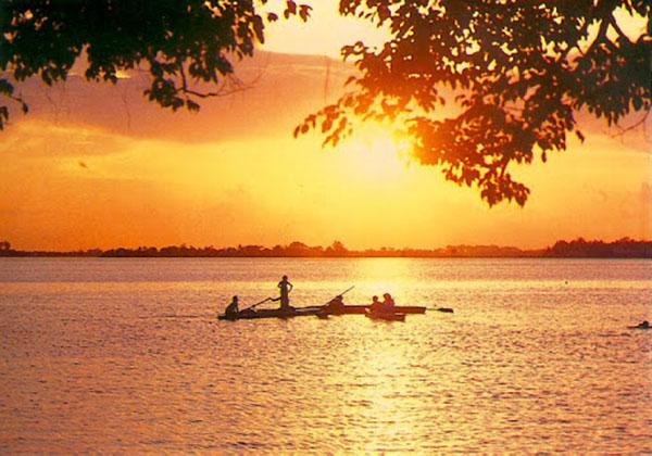 Hình ảnh Hồ Tây thơ mộng