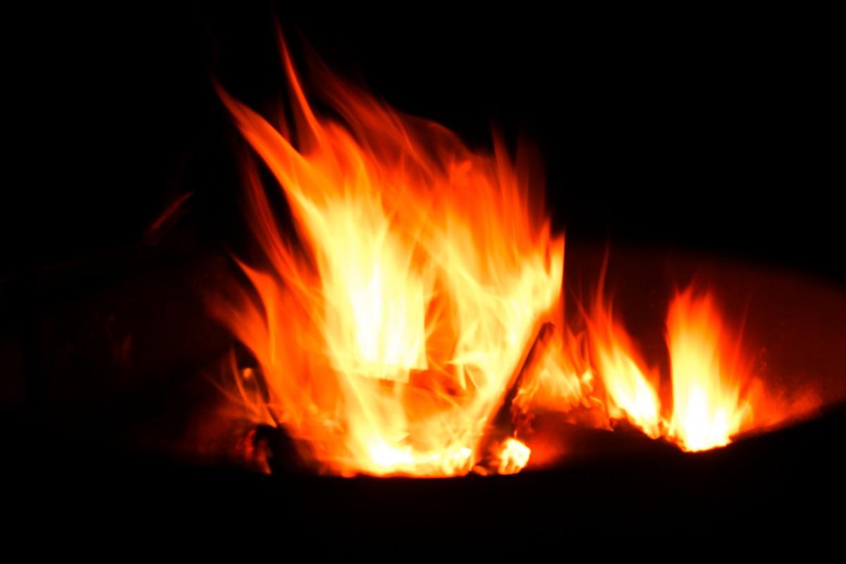 Hình ảnh ngọn lửa rực cháy