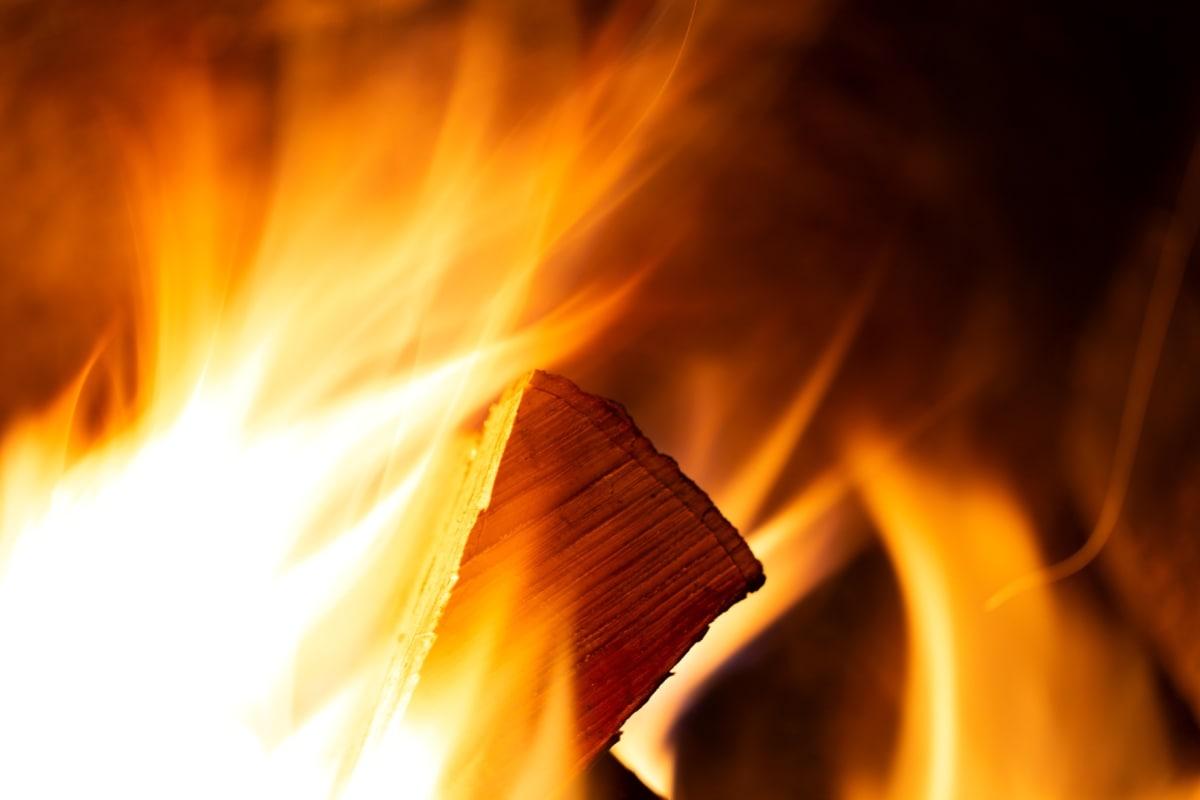 Hình ảnh ngọn lửa trong lò