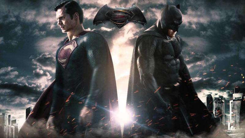 Hình ảnh Superman bên cạnh Batman