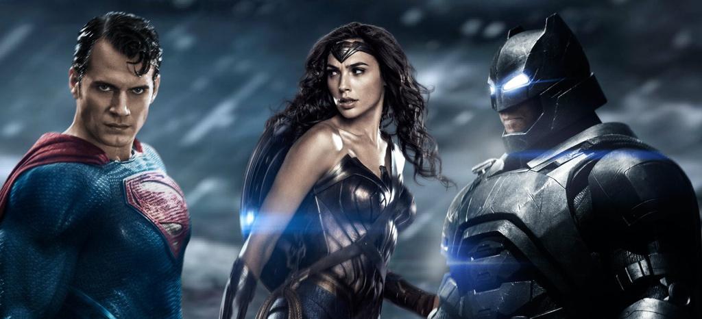 Hình ảnh Superman cùng các siêu anh hùng