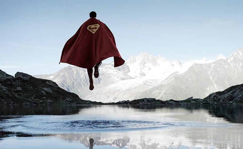 Hình ảnh Superman đang bay